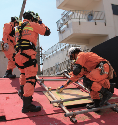 "Labor Safety Awareness Campaigns for ""High-Temperature Outdoor Operation"""
